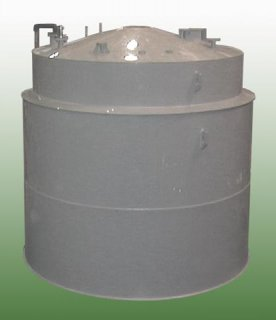 Plastic storage tank with doubled jacket